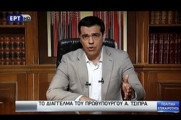 Perdana Menteri Yunani Alexis Tsipras terlihat di layar televisi saat memberikan pidato di Athena, Yunani, Minggu (28/6). Negara Eropa mitra Yunani menutu pintu perpanjangan masa pembayaran hutang, membuat negara tersebut mengalami gagal bayar yang dapat menjadikannya dikeluarkan dari zona euro dan menyebabkan efek domino terhadap ekonomi Eropa dan lainnya. ANTARA FOTO/REUTERS.
