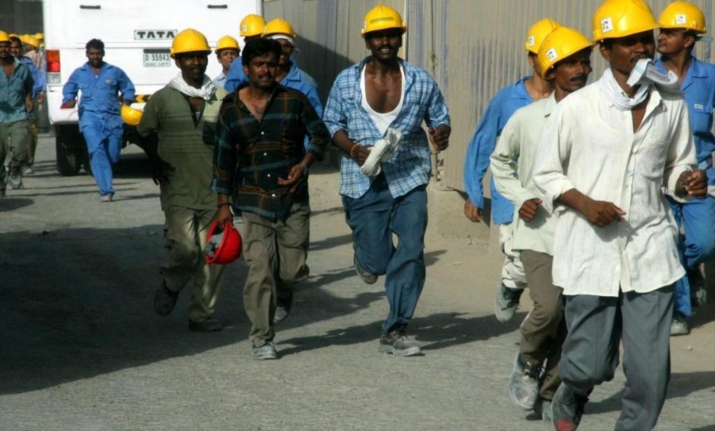 Burj_Dubai_Construction_Workers_on_4_June_2007