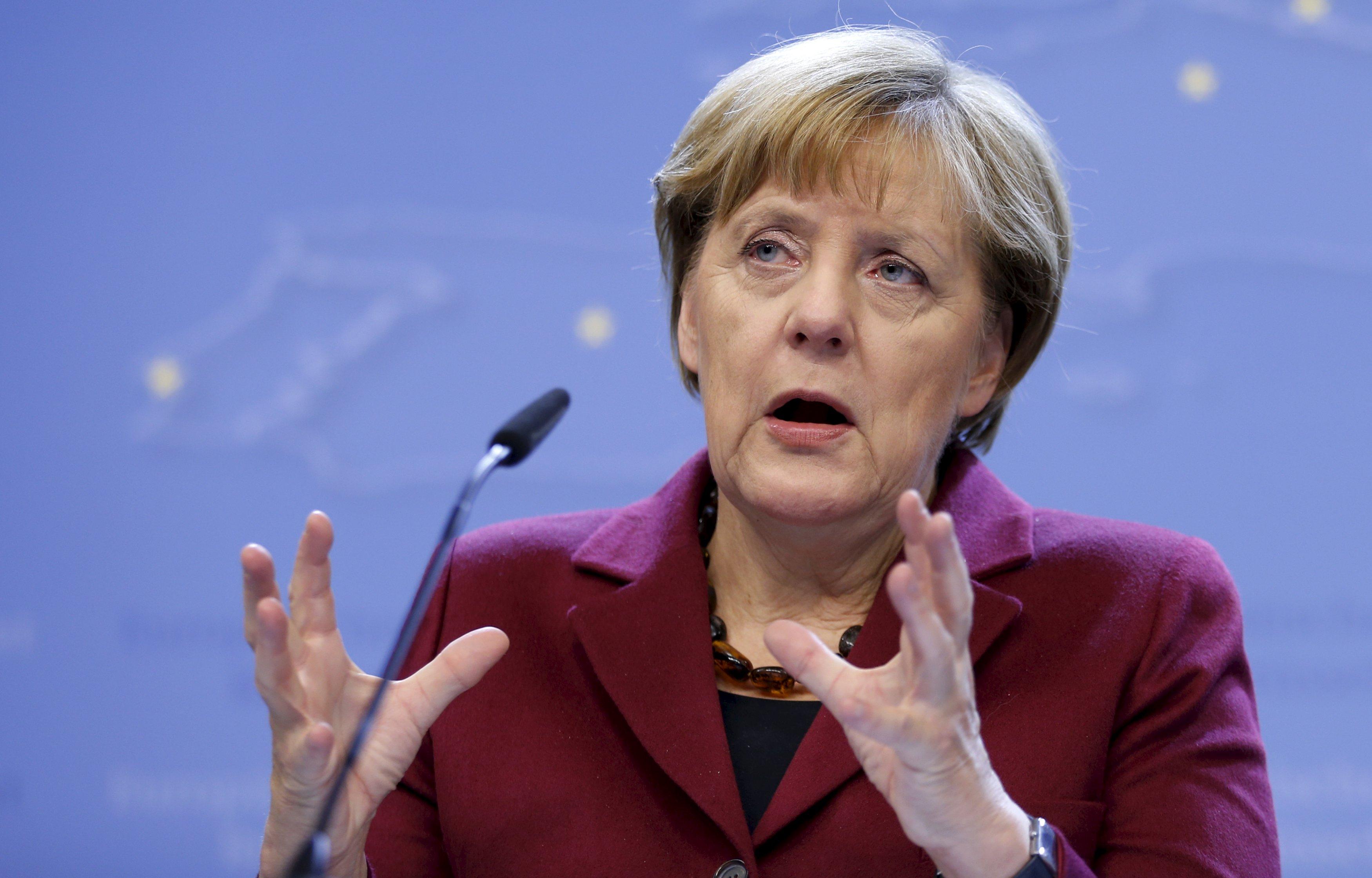 Kanselir Jerman Angela Merkel memberikan konferensi setelah pertemuan puncak pemimpin Uni Eropa di Brussels, Belgia, 16 Oktober 2015. Uni Eropa menyatakan mempertimbangkan bantuan finansial sebesar 3 milyar euro kepada Turki untuk membantu mereka menangani pengungsi Suriah agar tetap di Turki dan mencegah mereka pergi ke Eropa, kata Merkel pada hari Jumat.  ANTARA FOTO/REUTERS/Francois Lenoir/cfo/15