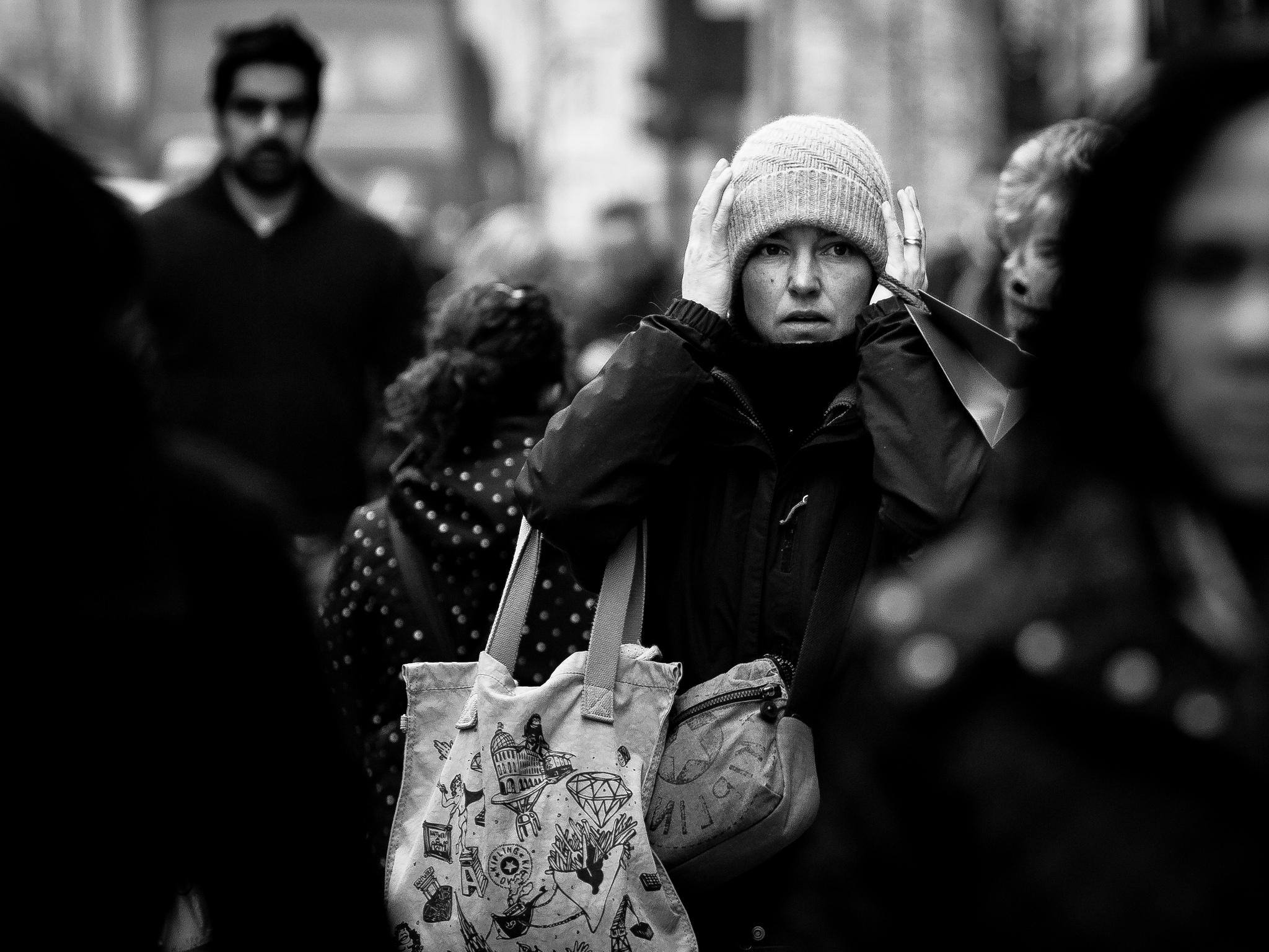 Thinking Christmas shopping. Flickr -  Hernán Piñera.