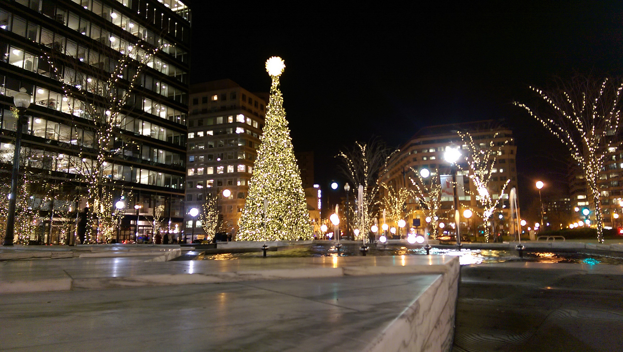 Christmas Lights in Washington DC, United States. Flickr - Kelvin Flores.