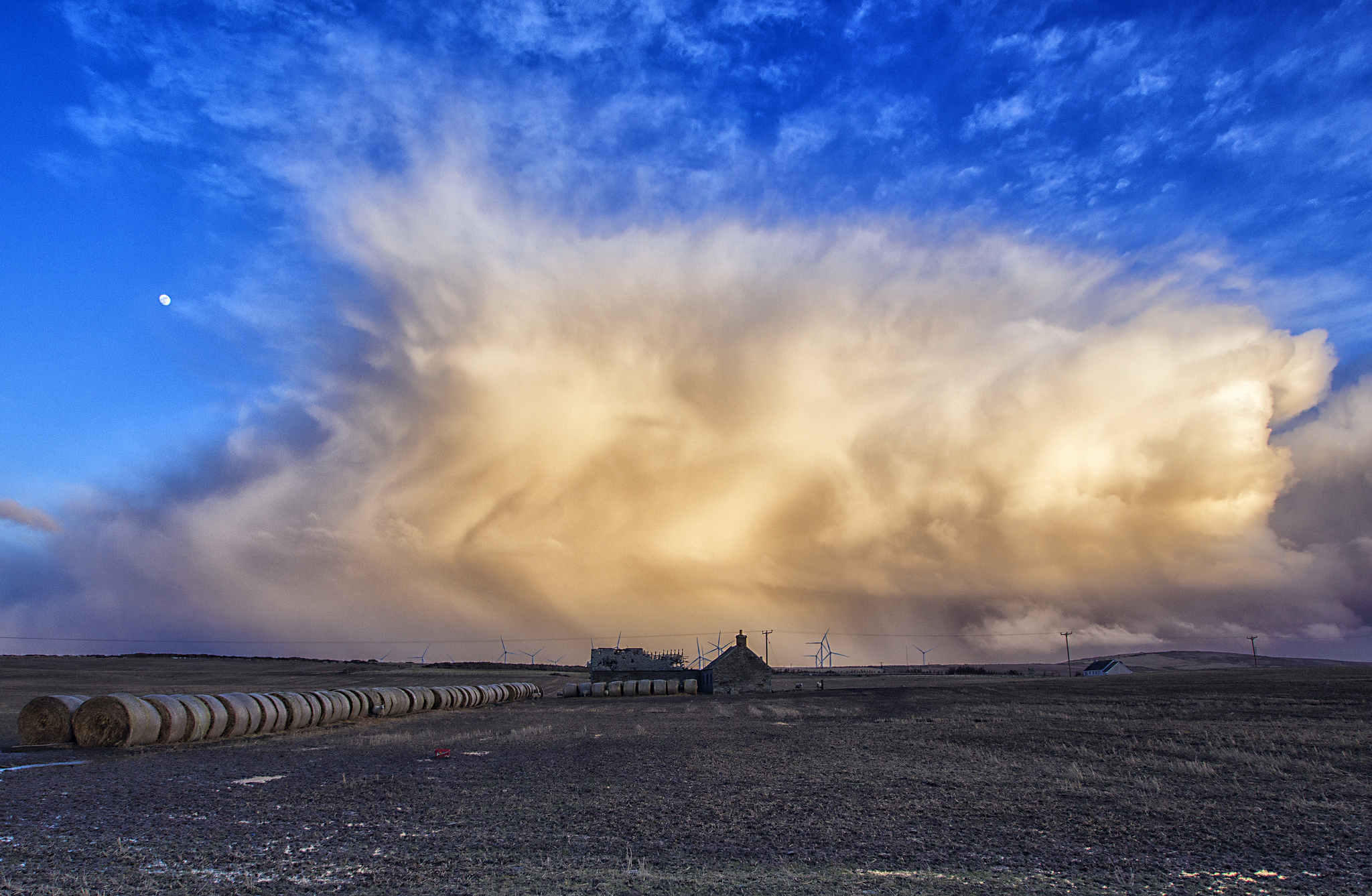 Storm Approaching. Five minutes before storm force 100 mph winds, hail and snow hit. Taken at Dounreay, far north of Scotland. Flickr - John mcsporran.