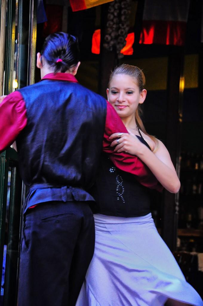 Flickr - Street Tango, La Boca, Argentina - Rod Waddington