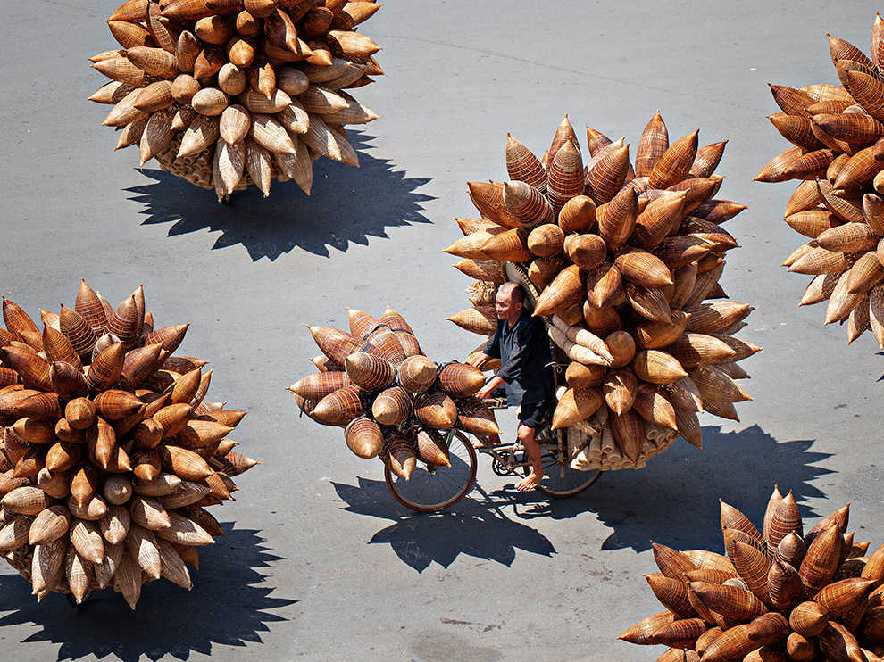 Fisher man tools transporter, Hung Yen, Viet Nam. Photograph by Huynh Jet.