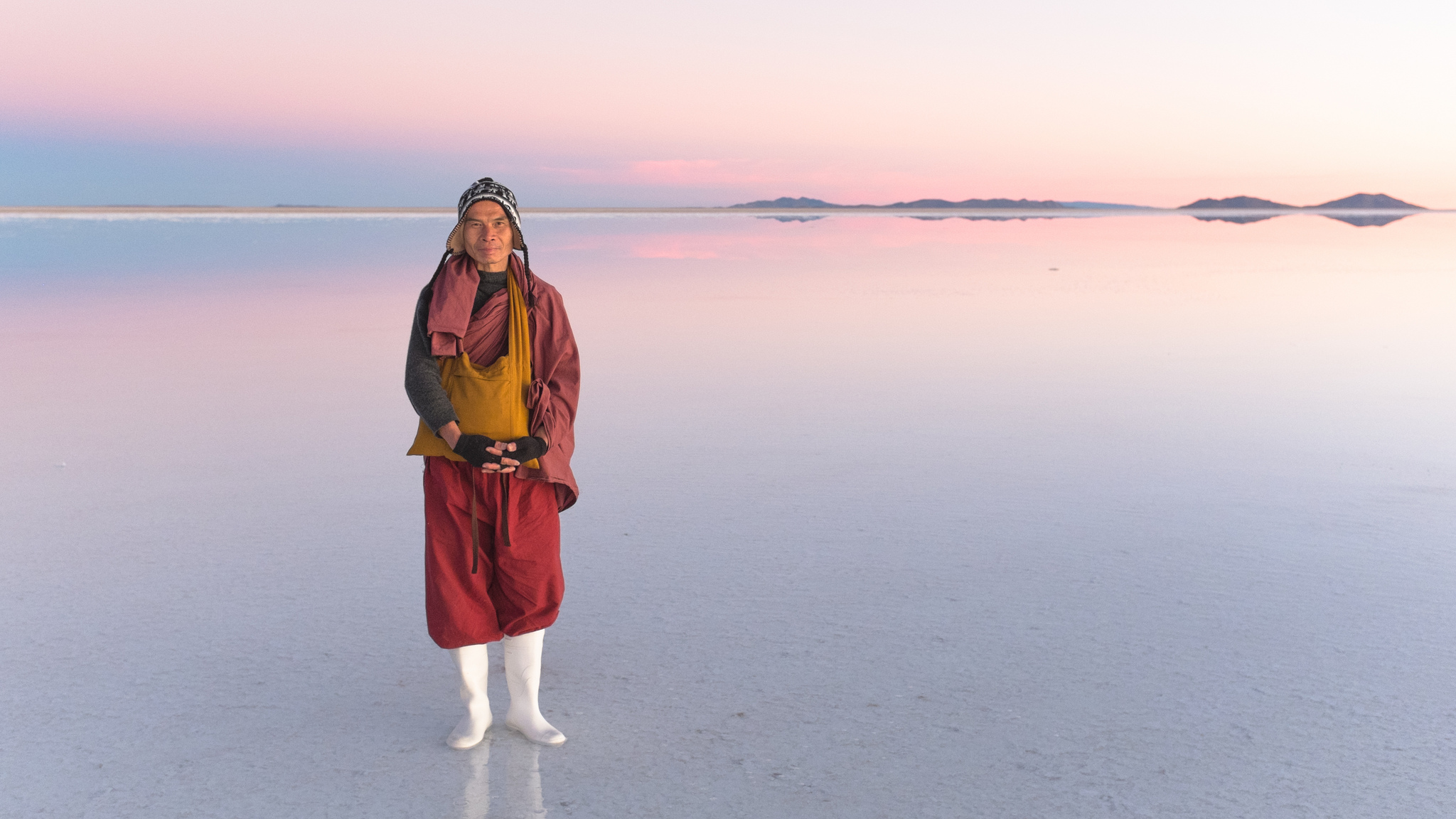 A Taiwanese Monk at the Salar of Uyuni. Flickr - Christopher Crouzet.