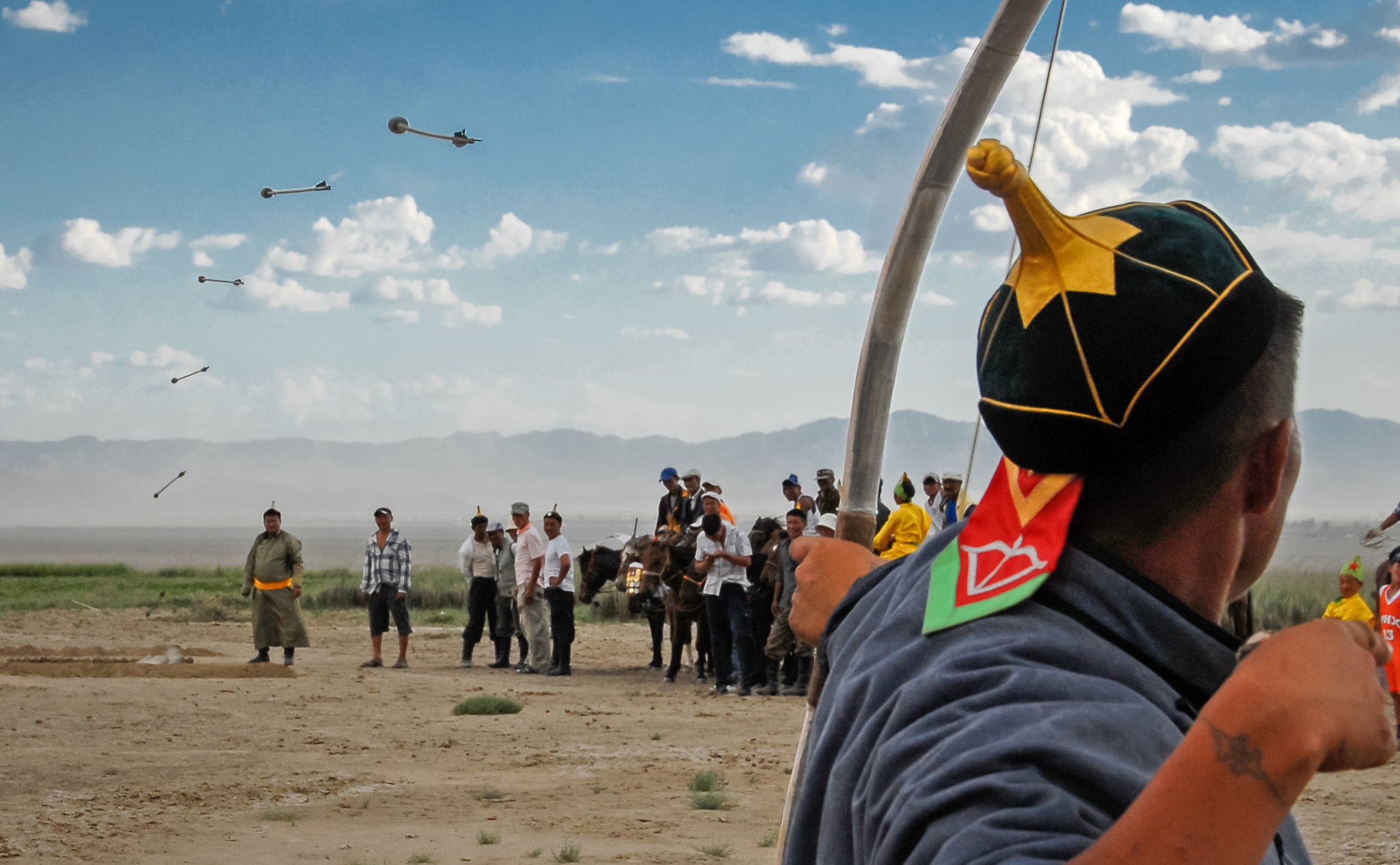 Mongolians use a very effective recurved composite bow. For this competition, the arrows have a big heavy arrowhead designed to hit a target on the ground. Flickr - Bernd Thaller