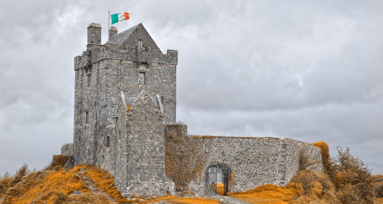 Dunguaire Castle in Kinvarra, Ireland. Flickr - Nicolas Raymond.