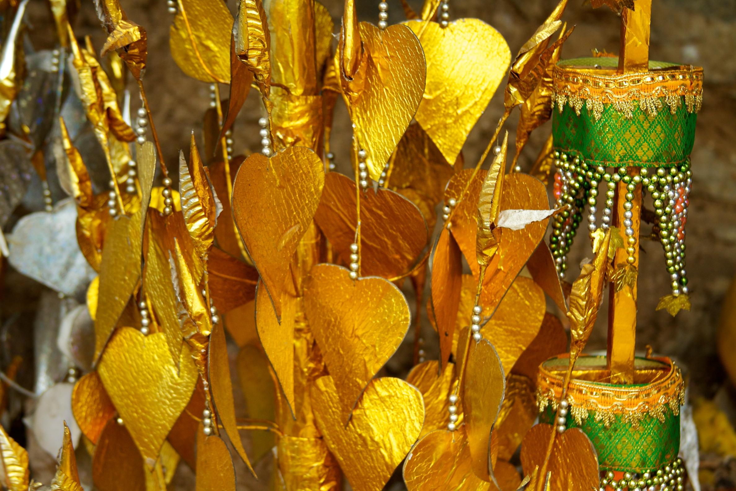 Hiasan yang terdapat di Wat Chom Si, Laos. Flickr - McKay Savage.