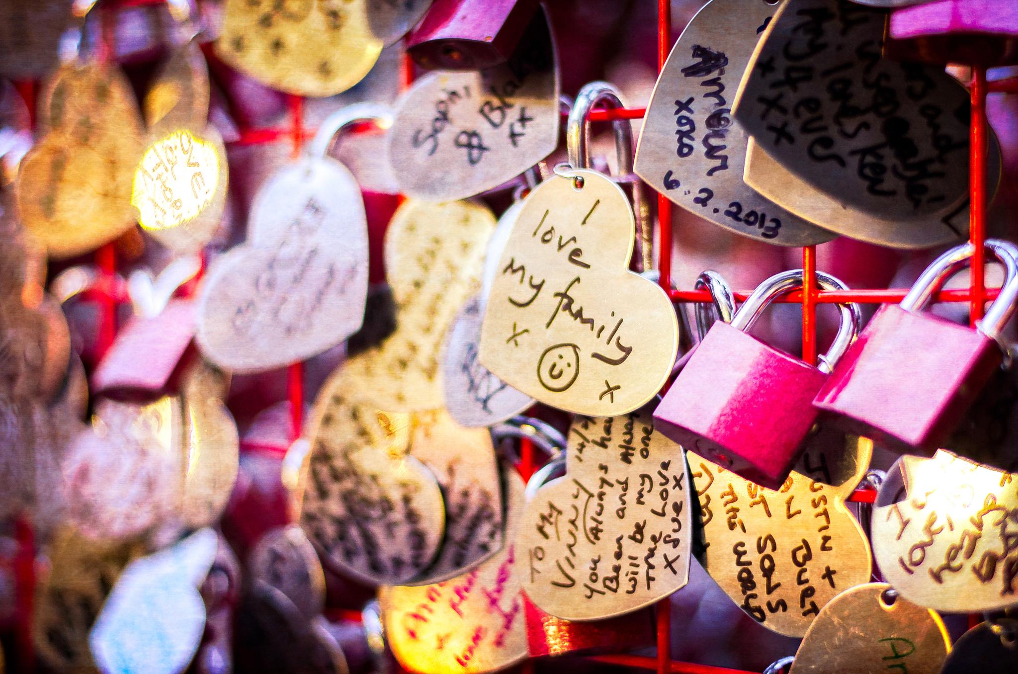 Love Locks. Flickr - Garry Knight.
