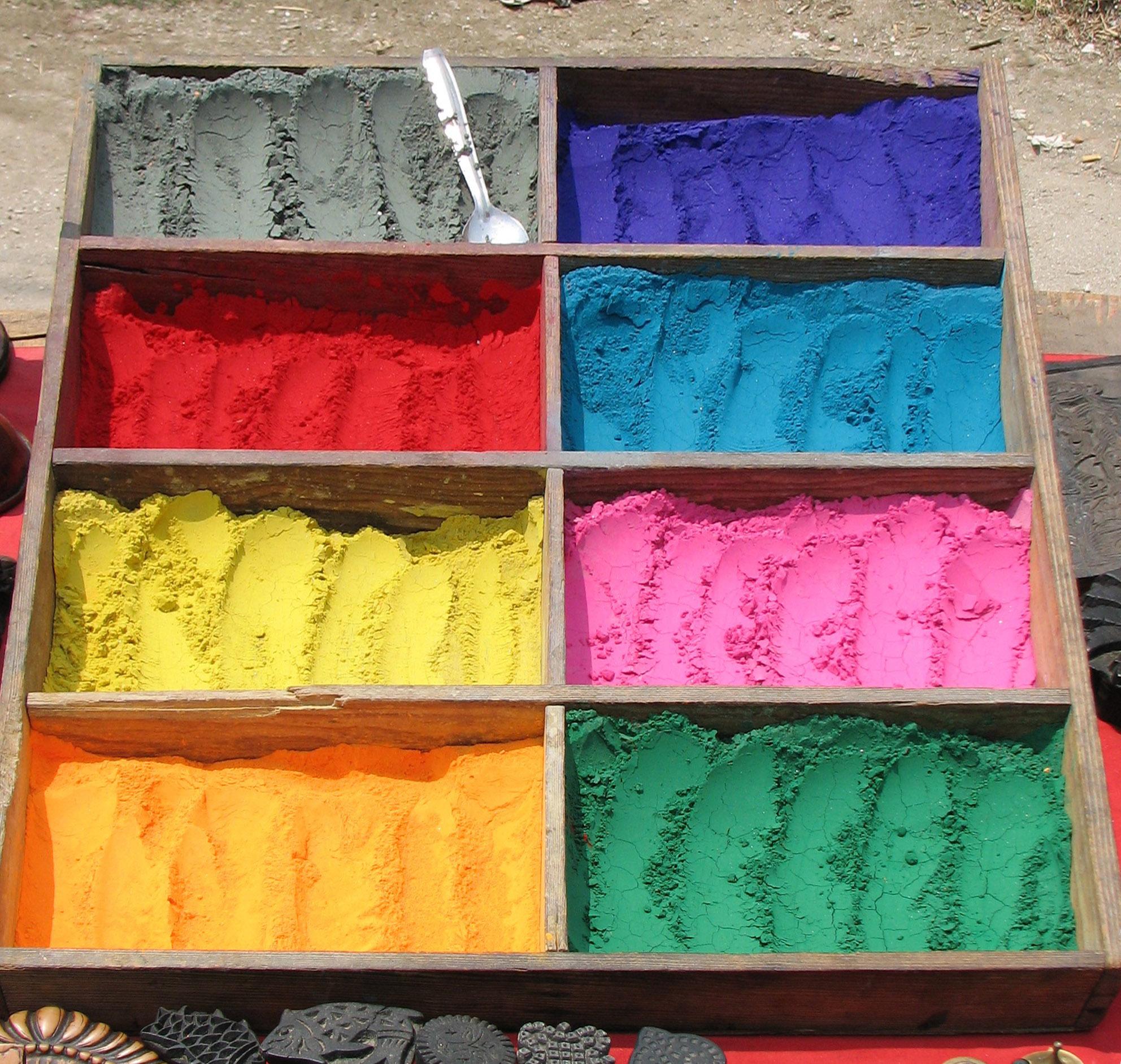 Kapur berwarna yang dijual di Kuil Hindu Pashupatinath. Flickr -  McKay Savage.