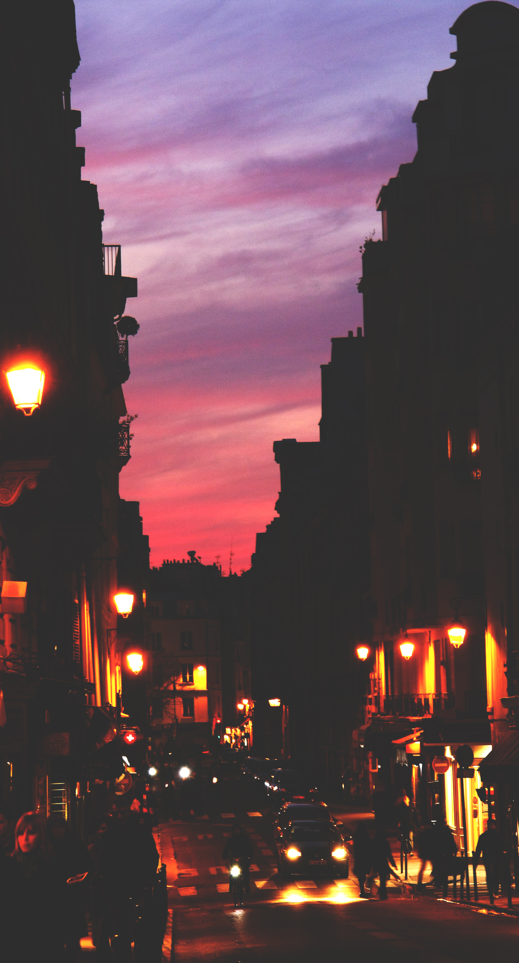 Paris is dusky. Flickr - Vassil Tzvetanov.